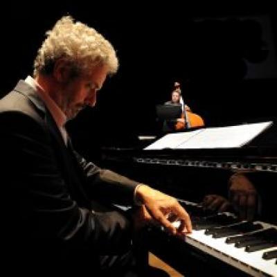 il maestro Nicola Piovani al pianoforte