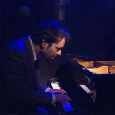 Daniele Pozzovio al piano