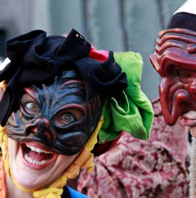 foto maschera durante l'evento