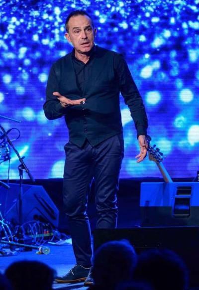 Antonio Giulian sul palco durante uno spettacolo