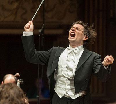 il maestro Rustioni all'opera