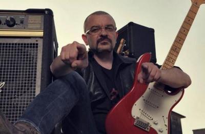 Danilo Sacco con la sua chitarra