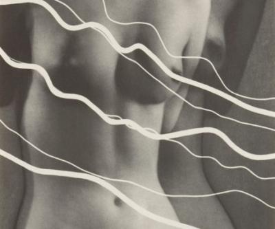 WO | MAN RAY. Le seduzioni della fotografia. Al CAMERA - Centro Italiano per la Fotografia, Torino dal 17 ottobre 2019 al 19 gennaio 2020. Foto: Man Ray. Electricité, 1931. Portfolio di 10 rayografie. Cm 52x42x2 Courtesy Collezione Fondazione MAST © Man R
